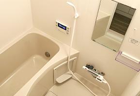 風呂とトイレが別。湯船にお湯が直ぐに溜まる!